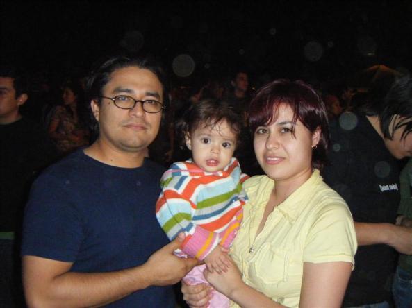 Esta bebé con menos de un año podrá contara sus amigas cuando sea grande que ella estuvo en el concierto de Manu Cgao el 28 de septiembre del 2008