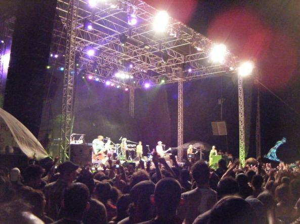 El público de Manu Chao no paró de corear sus temas durante todo el concierto.